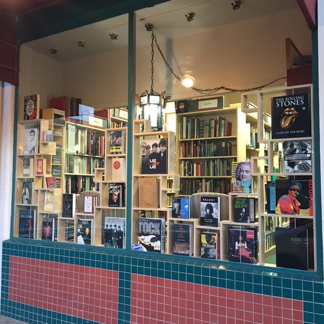 B Street Books, San Mateo, CA - Localwise business profile picture