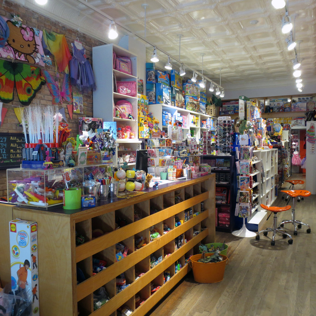 LuLu's Cuts & Toys, Brooklyn, NY - Localwise business profile picture